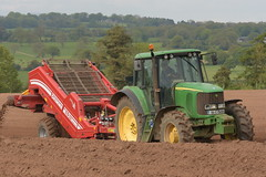 John Deere 6820 Tractor with a Grimme Rota Power CS150 Destoner (Shane Casey CK25) Tags: john deere 6820 tractor grimme rota power cs150 destoner fermoy traktor traktori tracteur trekker trator ciągnik potato potatoes spuds spud tatties sow sowing set setting drill drilling tillage till tilling plant planting crop crops cereal cereals county cork ireland irish farm farmer farming agri agriculture contractor field ground soil dirt earth dust work working horse horsepower hp pull pulling machine machinery grow growing nikon d7200 jd green