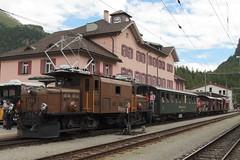 Rhätische Bahn RhB Lokomotive Ge 6/6 I 414 ( Rhätisches Krokodil - Baujahr 1929 - Hersteller SLM Nr. 3297 - BBC MFO ) mit Güterzug mit Personenbeförderung am Bahnhof Pontresina im Engadin im Kanton Graubünden - Grischun der Schweiz (chrchr_75) Tags: albumzzz201806juni juni 2018 hurni christoph schweiz suisse switzerland svizzera suissa swiss chrchr chrchr75 chrigu chriguhurni chriguhurnibluemailch zug train juna zoug trainen tog tren поезд lokomotive паровоз locomotora lok lokomotiv locomotief locomotiva locomotive eisenbahn railway rautatie chemin de fer ferrovia 鉄道 spoorweg железнодорожный centralstation ferroviaria kanton graubünden grischun rhb rhätische bahn bahnen meterspur schmalspur bergbahn retica viafier kantongraubünden albumbahnenderschweiz albumbahnenderschweiz20180106schweizer treno fest eisenbahnfest festival 10 jahre unesco welterbe