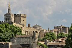 Cathédrale Notre-Dam des Doms et Palais des Papes Avignon (hervétherry) Tags: france provencealpescôtedazur vaucluse avignon canon eos 7d efs 18200 pont bénezet cathédrale notredame doms palais papes