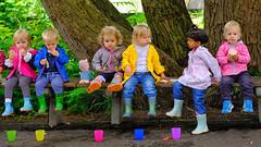 Have a Break (Beutler Daniel) Tags: kinderportrait children spielgruppe kindergarten pause bunt farbenfroh kinder switzerland svizzera suisse schweiz picknick essen ziemlich pretty