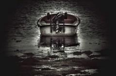 La soledad es buena si tienes a alguien al lado para contárselo. (elena m.d.) Tags: galicia pontevedra combarro texturas barcos boats mar oceano
