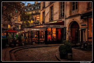 Paris_Place des Deux Écus_1er ar.