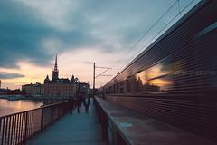 Walking on the centralbron, Stockholm (Mario Graziano) Tags: stockholm stockholmslän sweden se stoccolma city città svezia centralbron ponte bridge gamlastan centro center crepuscolo dusk twilight