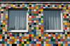 Kariert (Sockenhummel) Tags: dahlemerweg haus kachel gebäude fenster kariert bunt window building berlin architektur fuji xt10 x30