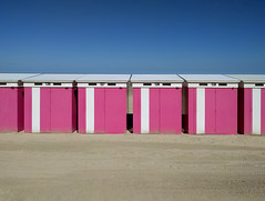 cabines 5 (_wysiwyg_) Tags: mer plage cabines beachhuts beach sea seaside seasideresort rose pink stationbalnéaire mobilephotography minimalism