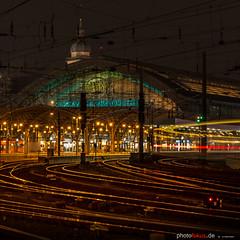 Cologne Station (photofokus.de) Tags: lights night cologne eisenbahn köln nacht tageszeit rails abend tracks railway schienen hbf station dunkel