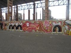 684 (en-ri) Tags: afk crew morte death bianco giallo rosso arrow torino wall muro graffiti writing nero parco dora
