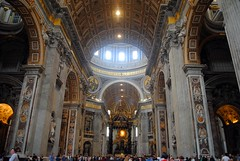 Centre of the Basilica (zawtowers) Tags: rome roma italy italia capital city historic roman empire heritage monday 28 may 2018 summer holiday vacation break warm sunny vatican st peters baslica home pope catholic church high ceiling arch