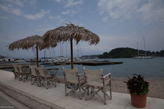 holliday in greece (alex.hartsema) Tags: sky lucht vieuw water seaside green boat stoel
