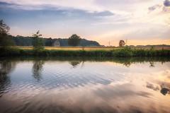 Das alte Haus am Fluss (elseyjetter) Tags: fluss flusslandschaft haus house old alt ruhr ruhrwiesen spiegelung sommer summertime