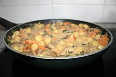 45 - One Pot Gnocchi with chicken, spinach & mushrooms - Simmer / One Pot Gnocchi mit Hähnchen, Spinat & Pilzen - Köcheln lassen (JaBB) Tags: gnocchi hähnchenbrust chickenbreat spinat spinach leafspinach blattspinat pilze mushrooms champignons granpandano sahne cream hühnerbrühe chickenbroth maisstärke cornstarch food lunch dinner essen nahrung nahrungsmittel mittagessen abendessen kochen cooking küche kitchen rezept recipe kochexperimente kochexperiment foodblog foodblogger