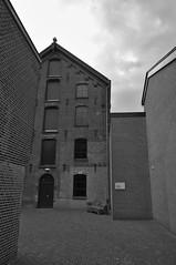 img_0009 (Jan van de Rijt) Tags: canoneos50d 1785mm textielmuseum tilburg monochrome darktable gimp museum architecture benkske socialsofa canonefs1785mmf456isusm