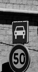 Voiture cinquante (ZUHMHA) Tags: marseille france urban urbain line lignes courbes curve geometry géométrie letter lettre mot word sign texte text écriture monochrome panneau chiffre number numéro nombre street rue