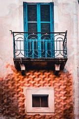 Balcone a Sulmona (SDB79) Tags: sulmona abruzzo città architettura finesta balcone muro