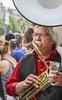 Boire ou souffler (chando*) Tags: 20kmdebruxelles beer bière brass brussels bruxelles cuivre cup gens gobelet homme jupiler man musician musicien people sousaphone streetphotography