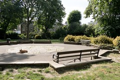 2017 - Open Square Garden - Saturday - 05 - Thornhill Road Gardens - -7193 (Out To The Streets) Tags: 2017 20170617 europe june2017 london opengardensquares opengardensquares2017 opengardensquares2017sunday thornhillroadgardens uk unitedkingdom animal animals bench dog dogs