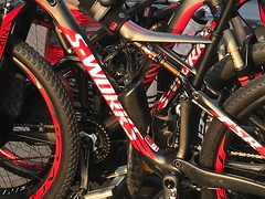 Framed (Crazy Rudie) Tags: 2016 world champion fully epic brain canyon mountainbike bicicletademontaña wiel rueda band tire marco negro rojo bicicleta sworks specialized frame black zwart rouge red rood fiets mtb bike