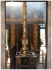 Kovil (Gurugo) Tags: colombo pettah srilanka srimuthuvinayagarswamykovil kovil temple templo hindu hinduism hinduismo devotion devoção light shadow luz sombra pilar pillar prayer oração
