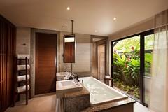 Constance Ephelia-Junior Suite bathroom