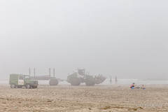 At the Beach (Pieter Musterd) Tags: mist nevel zeevlam kijkduin people auto shovel zee brqanding strand beach pietermusterd musterd canon pmusterdziggonl nederland holland nl canon5dmarkii canon5d denhaag 'sgravenhage