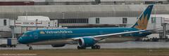 Vietnam Airlines 787 Dreamliner at LHR (Alaskan Dude) Tags: travel europe england london heathrow londonheathrow lhr airplane airplanes jets airlines airliners aviation planespotting planewatching