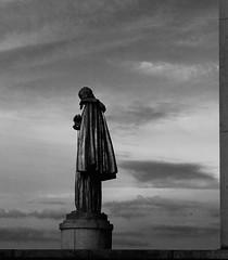 Bordure dorée du Trocadéro en noir et blanc (.urbanman.) Tags: statue trocadéro paris palaisdutrocadéro palaisdutrocadero sculpture bronze bronzedoré louisbrasseur lesoiseaux esplanade 1937