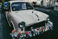 (Virginia Gz) Tags: nottinghill colvillesquare london england unitedkingdom uk greatbritain vintagecar flowers street europe classiccar