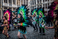 Altogether (Melissa Maples) Tags: brussel bruxelles brussels belgique belgië belgium europe nikon d3300 ニコン 尼康 sigma hsm 1020mm f456 1020mmf456 winter grotemarkt grandplace dancing costumes performers parade bolivia bolivian dancers