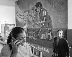 Del pasado al presente. (Marcos Núñez Núñez) Tags: pasado presente blackandwhite mujeres mural bw streetphotography celular cel oaxaca tuxtepec mexico past present tradition