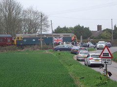 47580 trails the Mayflower tour at Saxmundham Road level crossing 15-04-18 (APB Photography™) Tags: class47 47580 knodishall saxmundhamroad mayflower charity tour