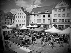 Antikmarkt am Neupfahrplatz (johannroehrle) Tags: regensburg sony schwarzweiss markt hdr architektur altstadt bayern germany deutschland haus