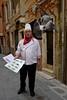 Venise - Rabatteur et couple de pigeons.... (Gilles Daligand) Tags: venise cuisinier rabatteur menu pigeons