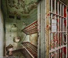 20171120_LANCASTER and WV_20171120-BFF_5082WV Penitentiary_HDR (Bonnie Forman-Franco) Tags: penitentiary abandoned abandonedphotography abandonedprison abandonedpenitentiary prison prisoncell imprisoned jailbed jailtoilet westvirginia westvirginiapenitentiary westvirginiaprison moundsville jailblocks photoladybon bonnie photography photographybywomen photographer hdr prisonarchitecture nikon nikonphotography nikond750 red green