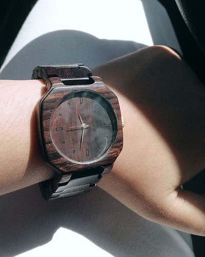 Jam tangan kayu seri June 08, 2018 at 10:08AM