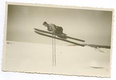 . (Kaïopai°) Tags: ski skiing trickski sprung jump snow winter schnee vintage mann man male hombre homme wintersport sport freizeit hobby