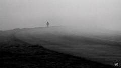Marcher dans le brouillard (flo73400) Tags: fog brume brouillard human humain seul alone nb bw noiretblanc blackandwhite street