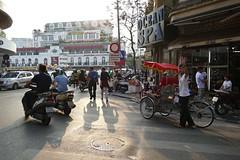 ... (Augusta Onida) Tags: hanoi vietnam risciò citta town leicam street people