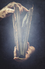 Magic book (Ro Cafe) Tags: 52semanas52palabras book libros hands magic conceptual black dark textured read nikkor2470f28 nikond600