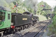 S15 506 departing Alresford Station, 31 Aug 2000 (Ian D Nolan) Tags: railway mhr station 35mm epsonperfectionv750scanner alresfordstation s15 506 lswr 460z