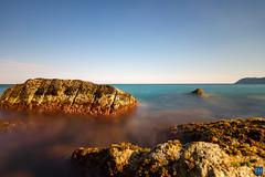 Stones in Alassio (felix.hohlwegler) Tags: stones steine water wasser sea ocean italy europe aroundtheworld canon outdoor outdoorphotography longtermexposure canoneos nd rocks sky blueskye langdscapephotography