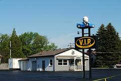 VIP Auto Sales - Racine, Wisconsin (Cragin Spring) Tags: wisconsin wi midwest unitedstates usa unitedstatesofamerica sign autosales bear car vipautosales caledonia racine racinewi racinewisconsin