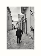 Life on a stick (oiZox) Tags: streetphotagraphy lifes light blancoynegro blackandwhitephotography monochrome matera italian italy people fotourbana fotocallejera travellerbloger traveller