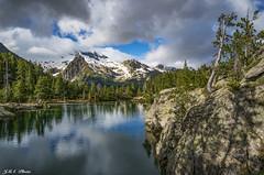 Primavera en Batisielles (sostingut) Tags: tamron nikon d750 nieve valle reflejo soledad llacspirineus haida verde azul atardecer