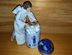 Well maybe I can hide my snacks in here. (Pablo Pacheco 85) Tags: leia princessleiaorgana hasbro carriefisher starwars anewhope r2d2 mints gift southpark
