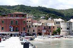 Ligurien (dervonderwaterkant) Tags: ligurien italien italy meer strand beach küste hafen mittelmeer wasser boote schiffe