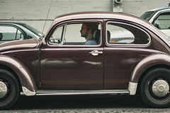 (el zopilote) Tags: portland oregon people cityscape street city wheels cars vw canon eos xsi 450d canonef50mmf18ii