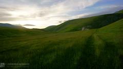 Tramonto primaverile dai Collacci (EmozionInUnClick - l'Avventuriero photographer) Tags: collacci sibillini prato primavera sentiero tramonto sonya7riii tracieloeterra