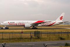 "B-2035 Air China Boeing 777-39L(ER) in ""Smiling China"" special colours livery @ Frankfurt Rhein-Main International (FRA / EDDF) / 08.06.2018 (oliver.holzbauer) Tags: b2035 airchina smilingchina eddf frankfurtairport fra boeing boeing777 flugzeug flughafen linienflugzeug runway18 runway18de planespotter planespotting planes planephotography plane b777"