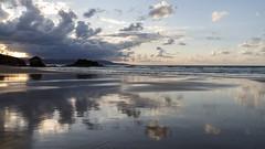 Espejo (jc.mendo) Tags: jcmendo canon 7d tamron 18270 playa beach reflejo reflection reflejos reflexion nubes clouds cielo mar sea