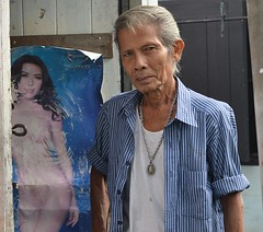 aging playboy (the foreign photographer - ฝรั่งถ่) Tags: man 50s harstyle playboy doorway home khong thanon portraits bangkhen bangok thailand nikon